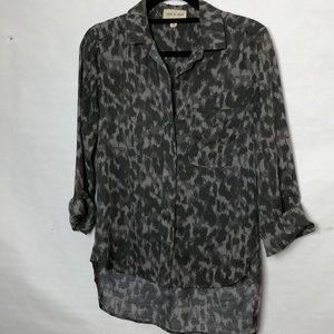 Anthropologie grey cameo 3/4 sleeve shirt